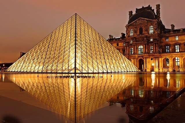 PIE AND THE MODERN PYRAMID: INTERESTING FACTS ABOUT LOUVRE MUSEUM, PARIS