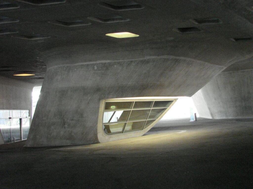 Phaeno Science Center interior supporting cones - 01